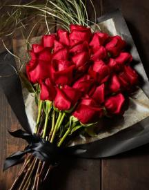 Flat 10% OFF On Red Roses